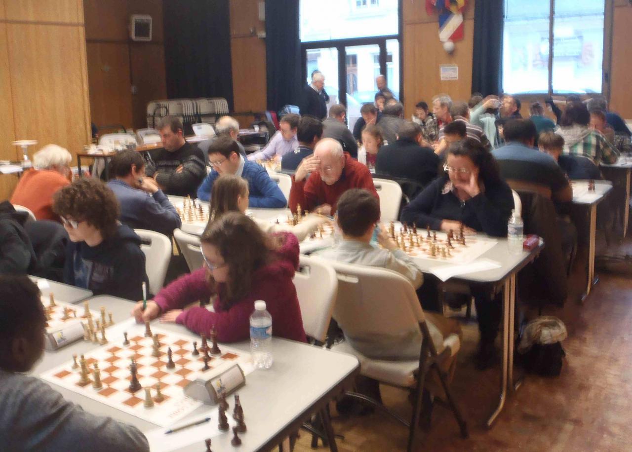 Equipe de Bourgueil en pleine concentration à la troisième ronde