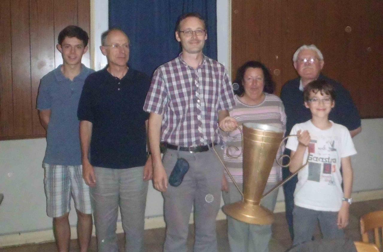 podium du trophée de la famille