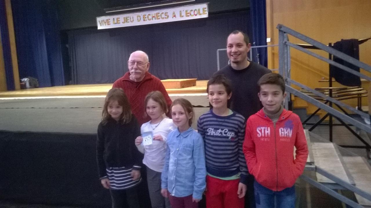 Tournoi scolaire de Beaumont en Véron (photo de groupe)